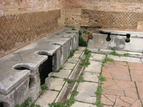 public toilet Ostia
