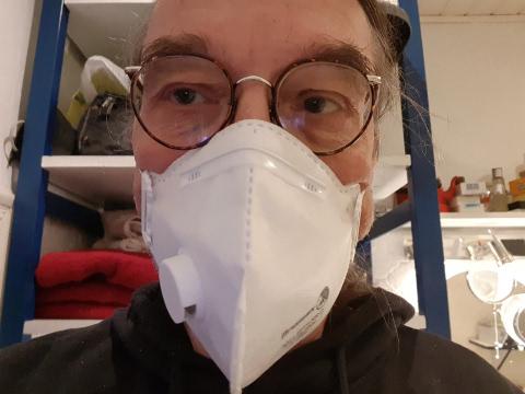 burks mit Maske
